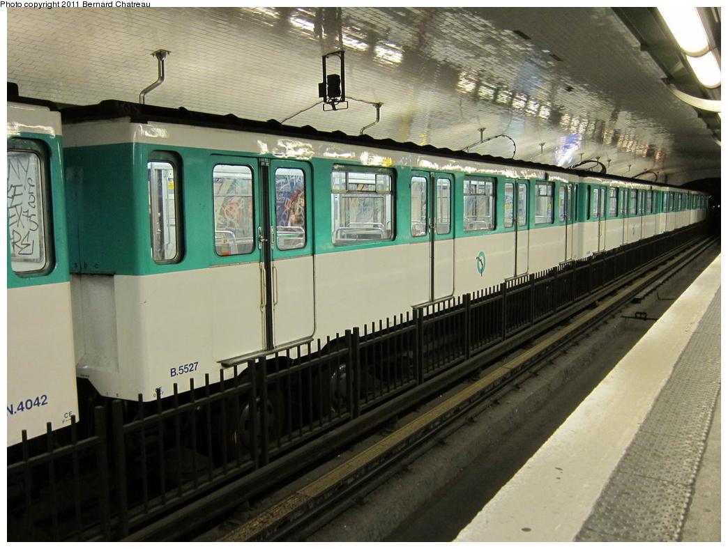 (314k, 1044x788)<br><b>Country:</b> France<br><b>City:</b> Paris<br><b>System:</b> RATP (Régie Autonome des Transports Parisiens)<br><b>Line:</b> Metro Ligne 4<br><b>Location:</b> Porte de Clignancourt<br><b>Car:</b> MP59 5527 <br><b>Photo by:</b> Bernard Chatreau<br><b>Date:</b> 5/5/2010<br><b>Viewed (this week/total):</b> 1 / 459