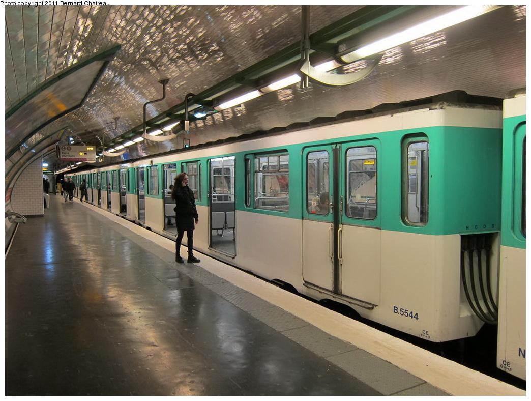 (311k, 1044x788)<br><b>Country:</b> France<br><b>City:</b> Paris<br><b>System:</b> RATP (Régie Autonome des Transports Parisiens)<br><b>Line:</b> Metro Ligne 4<br><b>Location:</b> Porte de Clignancourt<br><b>Car:</b> MP59 5544 <br><b>Photo by:</b> Bernard Chatreau<br><b>Date:</b> 5/5/2010<br><b>Viewed (this week/total):</b> 2 / 569
