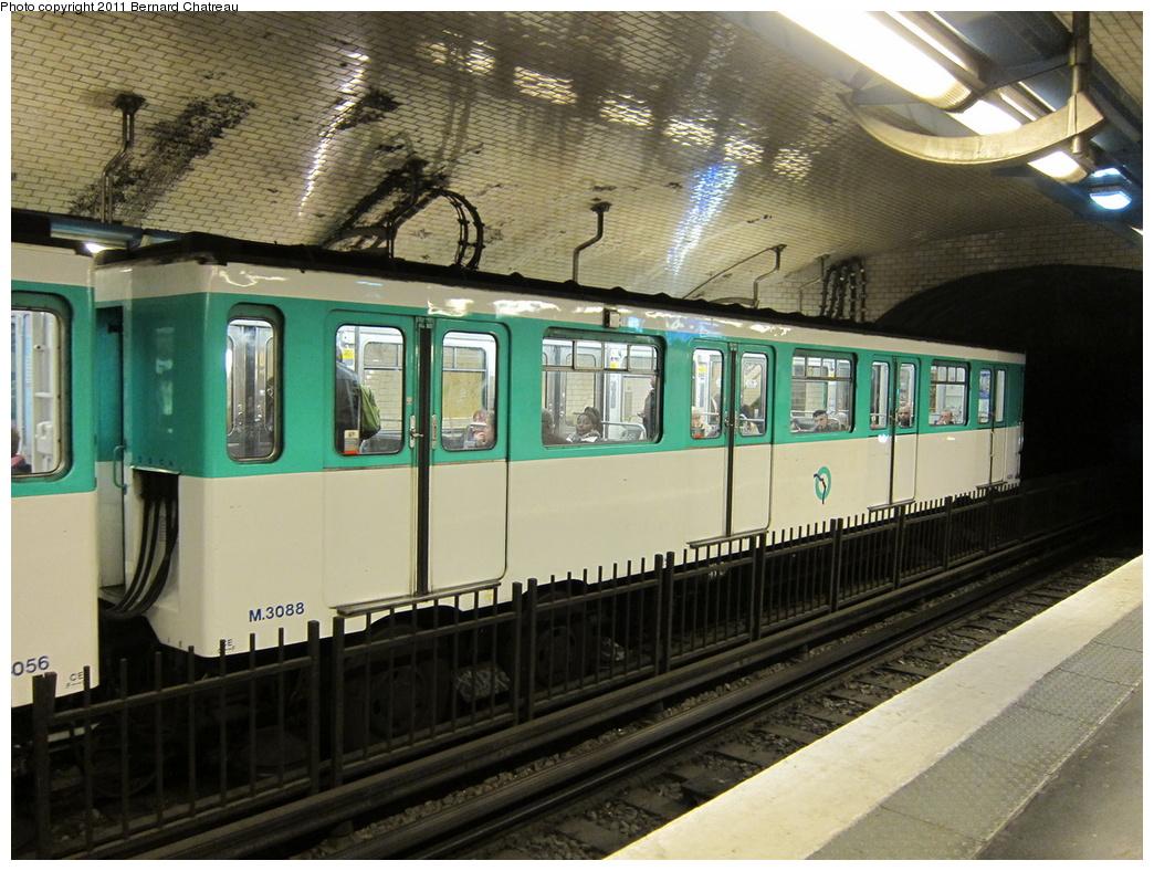 (352k, 1044x788)<br><b>Country:</b> France<br><b>City:</b> Paris<br><b>System:</b> RATP (Régie Autonome des Transports Parisiens)<br><b>Line:</b> Metro Ligne 4<br><b>Location:</b> Marcadet-Poissonniers<br><b>Car:</b> MP59 3088 <br><b>Photo by:</b> Bernard Chatreau<br><b>Date:</b> 4/8/2010<br><b>Viewed (this week/total):</b> 1 / 470