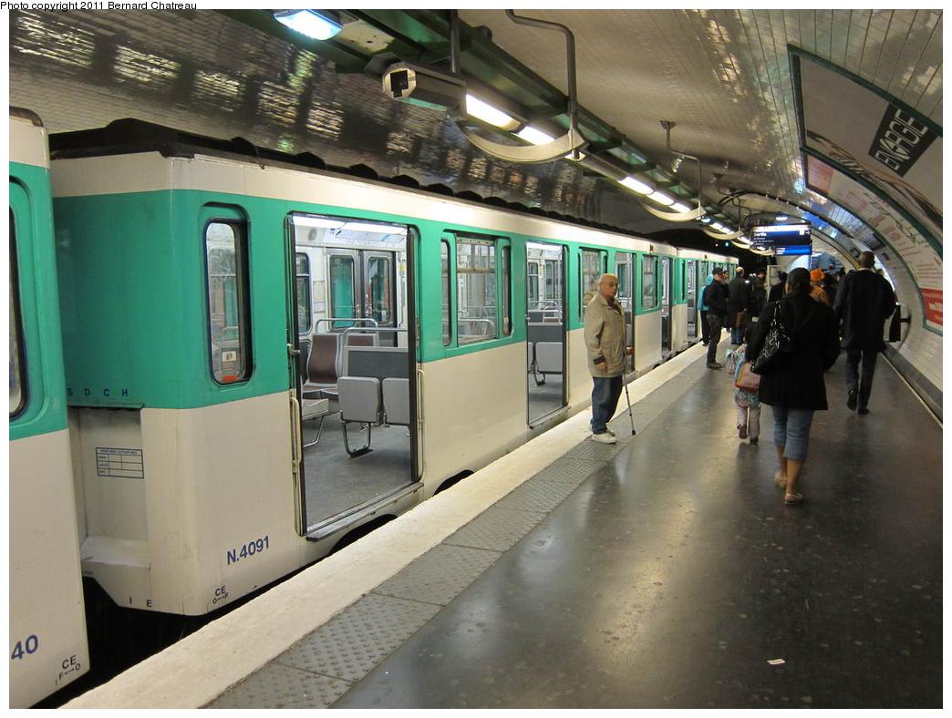 (316k, 1044x788)<br><b>Country:</b> France<br><b>City:</b> Paris<br><b>System:</b> RATP (Régie Autonome des Transports Parisiens)<br><b>Line:</b> Metro Ligne 4<br><b>Location:</b> Porte de Clignancourt<br><b>Car:</b> MP59 4091 <br><b>Photo by:</b> Bernard Chatreau<br><b>Date:</b> 5/5/2010<br><b>Viewed (this week/total):</b> 0 / 448