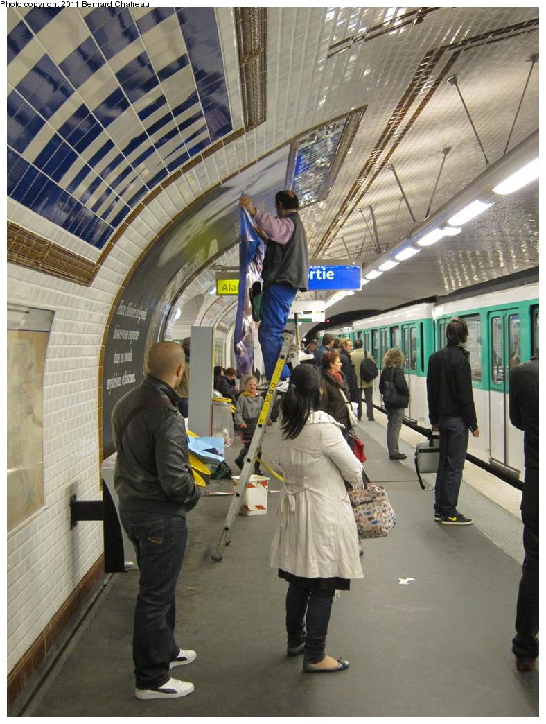(349k, 788x1044)<br><b>Country:</b> France<br><b>City:</b> Paris<br><b>System:</b> RATP (Régie Autonome des Transports Parisiens)<br><b>Line:</b> Metro Ligne 12<br><b>Location:</b> Jules Joffrin<br><b>Photo by:</b> Bernard Chatreau<br><b>Date:</b> 5/5/2010<br><b>Viewed (this week/total):</b> 0 / 465