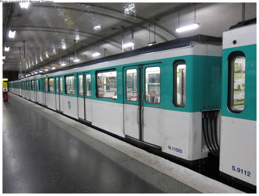(277k, 1044x788)<br><b>Country:</b> France<br><b>City:</b> Paris<br><b>System:</b> RATP (Régie Autonome des Transports Parisiens)<br><b>Line:</b> Metro Ligne 12<br><b>Location:</b> Porte de la Chapelle<br><b>Car:</b> MF67 11025 <br><b>Photo by:</b> Bernard Chatreau<br><b>Date:</b> 5/5/2010<br><b>Viewed (this week/total):</b> 2 / 482