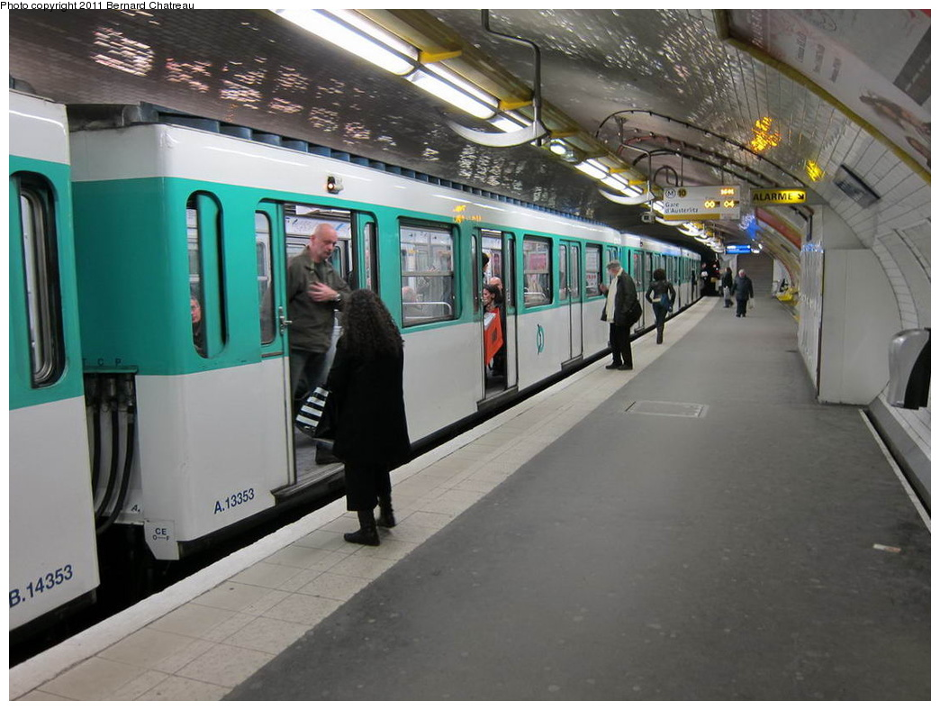 (275k, 1044x788)<br><b>Country:</b> France<br><b>City:</b> Paris<br><b>System:</b> RATP (Régie Autonome des Transports Parisiens)<br><b>Line:</b> Metro Ligne 10<br><b>Location:</b> Odéon<br><b>Car:</b> MF67 13353 <br><b>Photo by:</b> Bernard Chatreau<br><b>Date:</b> 1/14/2010<br><b>Viewed (this week/total):</b> 0 / 548