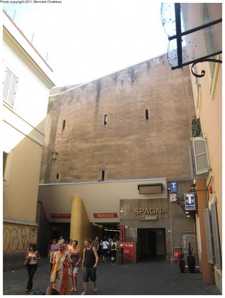 (258k, 787x1044)<br><b>Country:</b> Italy<br><b>City:</b> Rome<br><b>Line:</b> Rome Metro A<br><b>Location:</b> Spagna<br><b>Photo by:</b> Bernard Chatreau<br><b>Date:</b> 7/22/2009<br><b>Viewed (this week/total):</b> 0 / 694