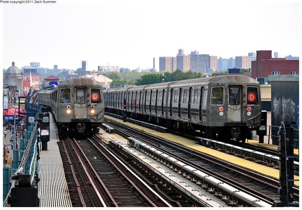 (399k, 1044x728)<br><b>Country:</b> United States<br><b>City:</b> New York<br><b>System:</b> New York City Transit<br><b>Line:</b> BMT West End Line<br><b>Location:</b> 20th Avenue<br><b>Route:</b> D<br><b>Car:</b> R-68 (Westinghouse-Amrail, 1986-1988) 2556/2582 <br><b>Photo by:</b> Zach Summer<br><b>Date:</b> 7/22/2011<br><b>Viewed (this week/total):</b> 6 / 1957