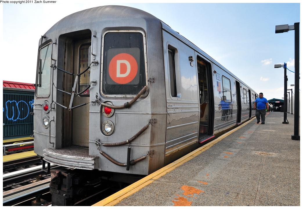 (397k, 1044x721)<br><b>Country:</b> United States<br><b>City:</b> New York<br><b>System:</b> New York City Transit<br><b>Line:</b> BMT West End Line<br><b>Location:</b> 20th Avenue<br><b>Route:</b> D<br><b>Car:</b> R-68 (Westinghouse-Amrail, 1986-1988) 2602 <br><b>Photo by:</b> Zach Summer<br><b>Date:</b> 7/22/2011<br><b>Notes:</b> Repainted end bonnet<br><b>Viewed (this week/total):</b> 6 / 1361