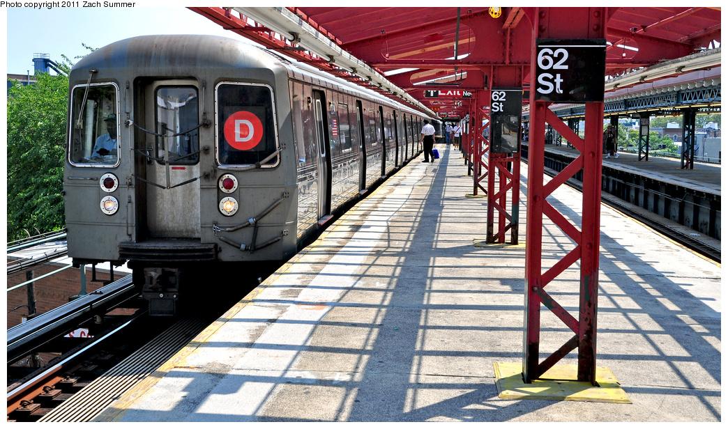 (459k, 1044x616)<br><b>Country:</b> United States<br><b>City:</b> New York<br><b>System:</b> New York City Transit<br><b>Line:</b> BMT West End Line<br><b>Location:</b> 62nd Street<br><b>Route:</b> D<br><b>Car:</b> R-68 (Westinghouse-Amrail, 1986-1988) 2734 <br><b>Photo by:</b> Zach Summer<br><b>Date:</b> 7/22/2011<br><b>Viewed (this week/total):</b> 7 / 1885