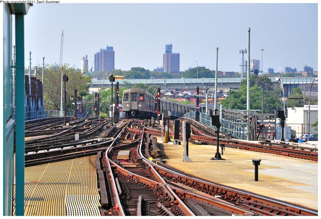 (516k, 1044x711)<br><b>Country:</b> United States<br><b>City:</b> New York<br><b>System:</b> New York City Transit<br><b>Location:</b> Coney Island/Stillwell Avenue<br><b>Route:</b> D<br><b>Car:</b> R-68 (Westinghouse-Amrail, 1986-1988) 2662 <br><b>Photo by:</b> Zach Summer<br><b>Date:</b> 7/22/2011<br><b>Viewed (this week/total):</b> 5 / 1539