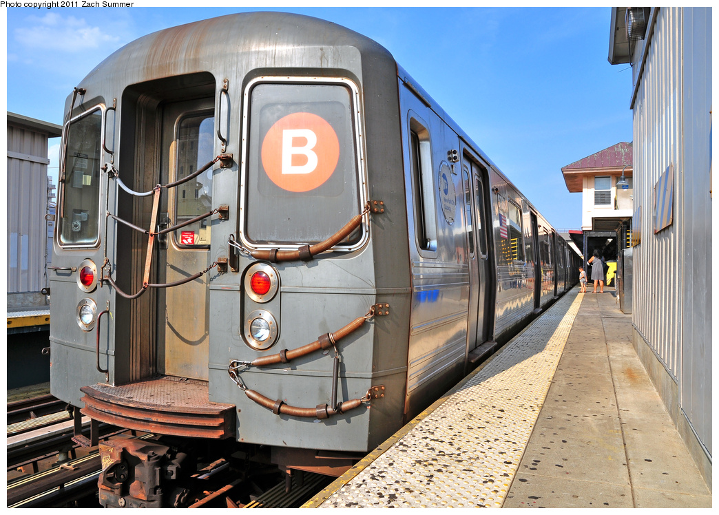 (450k, 1044x748)<br><b>Country:</b> United States<br><b>City:</b> New York<br><b>System:</b> New York City Transit<br><b>Line:</b> BMT Brighton Line<br><b>Location:</b> Brighton Beach<br><b>Route:</b> B<br><b>Car:</b> R-68A (Kawasaki, 1988-1989) 5006 <br><b>Photo by:</b> Zach Summer<br><b>Date:</b> 7/22/2011<br><b>Viewed (this week/total):</b> 2 / 1533