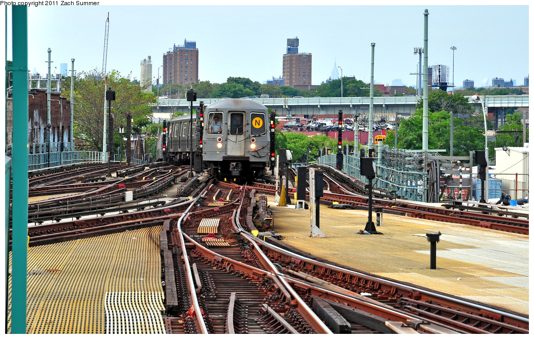 (492k, 1044x663)<br><b>Country:</b> United States<br><b>City:</b> New York<br><b>System:</b> New York City Transit<br><b>Location:</b> Coney Island/Stillwell Avenue<br><b>Route:</b> N<br><b>Car:</b> R-68A (Kawasaki, 1988-1989) 5162 <br><b>Photo by:</b> Zach Summer<br><b>Date:</b> 7/23/2011<br><b>Viewed (this week/total):</b> 0 / 2077