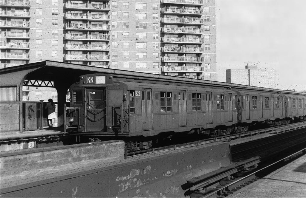 (218k, 1024x664)<br><b>Country:</b> United States<br><b>City:</b> New York<br><b>System:</b> New York City Transit<br><b>Line:</b> BMT Nassau Street-Jamaica Line<br><b>Location:</b> Lorimer Street<br><b>Route:</b> KK<br><b>Car:</b> R-9 (American Car & Foundry, 1940) 1628 <br><b>Photo by:</b> Joe Testagrose<br><b>Date:</b> 9/9/1969<br><b>Viewed (this week/total):</b> 2 / 1347