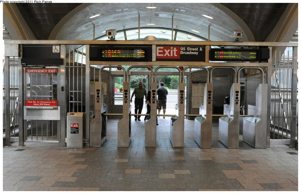 (269k, 1044x674)<br><b>Country:</b> United States<br><b>City:</b> New York<br><b>System:</b> New York City Transit<br><b>Line:</b> IRT West Side Line<br><b>Location:</b> 96th Street<br><b>Photo by:</b> Richard Panse<br><b>Date:</b> 9/11/2011<br><b>Viewed (this week/total):</b> 0 / 2026