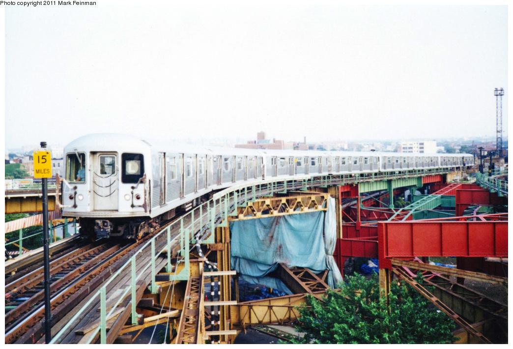 (347k, 1044x710)<br><b>Country:</b> United States<br><b>City:</b> New York<br><b>System:</b> New York City Transit<br><b>Line:</b> BMT Canarsie Line<br><b>Location:</b> Broadway Junction<br><b>Route:</b> L<br><b>Car:</b> R-42 (St. Louis, 1969-1970)  <br><b>Photo by:</b> Mark S. Feinman<br><b>Date:</b> 7/1994<br><b>Viewed (this week/total):</b> 0 / 2000