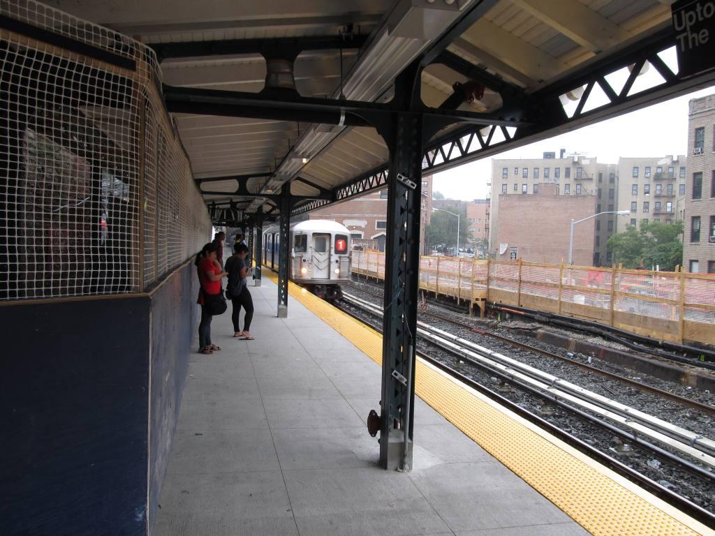 (142k, 1024x768)<br><b>Country:</b> United States<br><b>City:</b> New York<br><b>System:</b> New York City Transit<br><b>Line:</b> IRT West Side Line<br><b>Location:</b> Dyckman Street<br><b>Photo by:</b> Robbie Rosenfeld<br><b>Date:</b> 9/15/2011<br><b>Notes:</b> Station renovation- new n.b. platform; removed s.b. platform.<br><b>Viewed (this week/total):</b> 8 / 1889