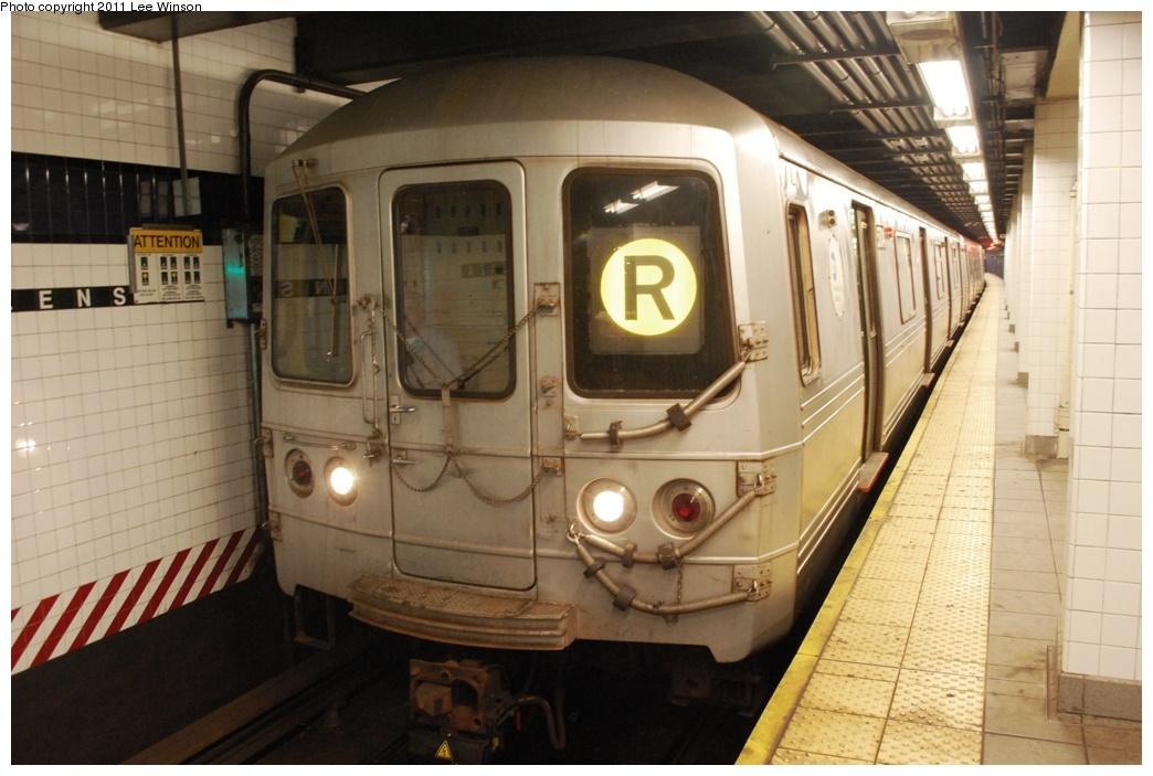 (266k, 1044x703)<br><b>Country:</b> United States<br><b>City:</b> New York<br><b>System:</b> New York City Transit<br><b>Line:</b> IND Queens Boulevard Line<br><b>Location:</b> Queens Plaza<br><b>Route:</b> R<br><b>Car:</b> R-46 (Pullman-Standard, 1974-75) 5704 <br><b>Photo by:</b> Lee Winson<br><b>Date:</b> 11/26/2011<br><b>Viewed (this week/total):</b> 0 / 1490