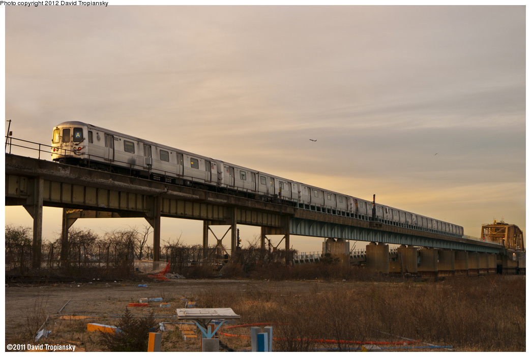 (335k, 1044x703)<br><b>Country:</b> United States<br><b>City:</b> New York<br><b>System:</b> New York City Transit<br><b>Line:</b> IND Rockaway Line<br><b>Location:</b> Hammels Wye<br><b>Route:</b> A<br><b>Car:</b> R-46 (Pullman-Standard, 1974-75)  <br><b>Photo by:</b> David Tropiansky<br><b>Date:</b> 11/26/2011<br><b>Viewed (this week/total):</b> 0 / 2225