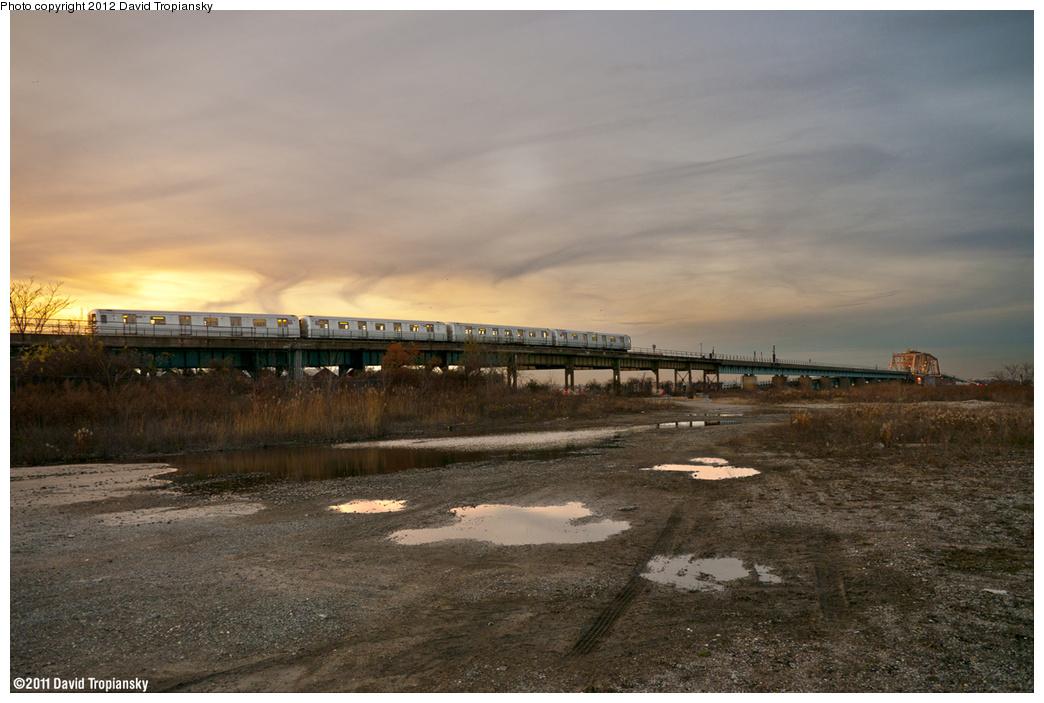 (369k, 1044x703)<br><b>Country:</b> United States<br><b>City:</b> New York<br><b>System:</b> New York City Transit<br><b>Line:</b> IND Rockaway Line<br><b>Location:</b> Hammels Wye<br><b>Route:</b> S<br><b>Car:</b> R-46 (Pullman-Standard, 1974-75)  <br><b>Photo by:</b> David Tropiansky<br><b>Date:</b> 11/26/2011<br><b>Viewed (this week/total):</b> 0 / 2043