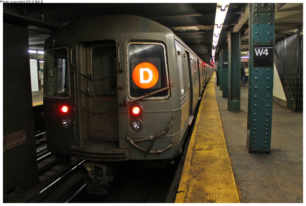 (333k, 1044x703)<br><b>Country:</b> United States<br><b>City:</b> New York<br><b>System:</b> New York City Transit<br><b>Line:</b> IND 6th Avenue Line<br><b>Location:</b> West 4th Street/Washington Square<br><b>Route:</b> D<br><b>Car:</b> R-68 (Westinghouse-Amrail, 1986-1988) 2684 <br><b>Photo by:</b> Bill E.<br><b>Date:</b> 11/26/2011<br><b>Viewed (this week/total):</b> 0 / 1569