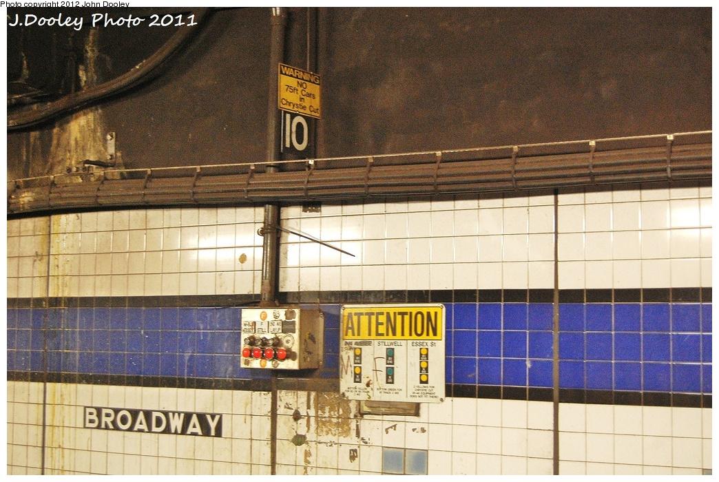 (380k, 1044x700)<br><b>Country:</b> United States<br><b>City:</b> New York<br><b>System:</b> New York City Transit<br><b>Line:</b> IND 6th Avenue Line<br><b>Location:</b> Broadway/Lafayette<br><b>Photo by:</b> John Dooley<br><b>Date:</b> 10/28/2011<br><b>Notes:</b> Route selector box.<br><b>Viewed (this week/total):</b> 1 / 1371