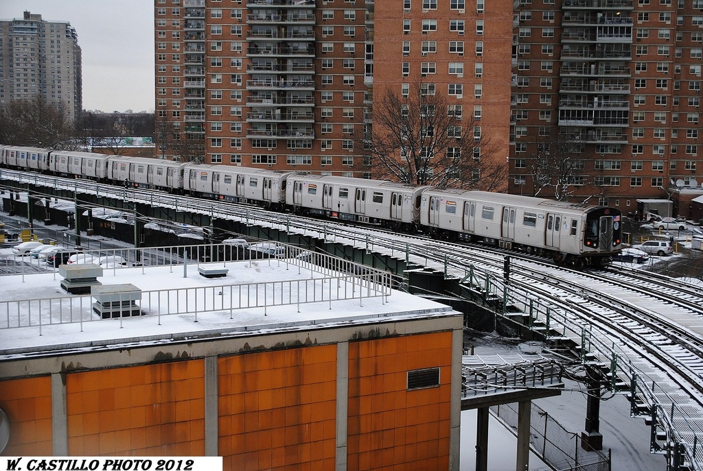(434k, 1024x687)<br><b>Country:</b> United States<br><b>City:</b> New York<br><b>System:</b> New York City Transit<br><b>Line:</b> BMT Culver Line<br><b>Location:</b> West 8th Street<br><b>Route:</b> F<br><b>Car:</b> R-160B (Option 2) (Kawasaki, 2009) 9817 <br><b>Photo by:</b> Wilfredo Castillo<br><b>Date:</b> 1/21/2012<br><b>Viewed (this week/total):</b> 3 / 1532