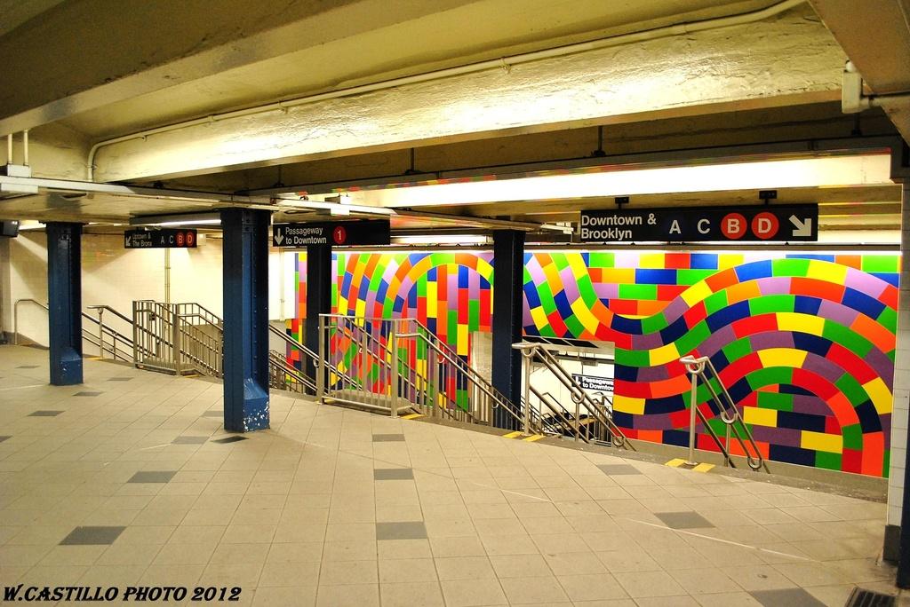 (342k, 1024x684)<br><b>Country:</b> United States<br><b>City:</b> New York<br><b>System:</b> New York City Transit<br><b>Line:</b> IND 8th Avenue Line<br><b>Location:</b> 59th Street/Columbus Circle<br><b>Photo by:</b> Wilfredo Castillo<br><b>Date:</b> 2/25/2012<br><b>Artwork:</b> <i>Whirls and Twirls</i>, Sol Lewitt, 2007<br><b>Viewed (this week/total):</b> 3 / 2600