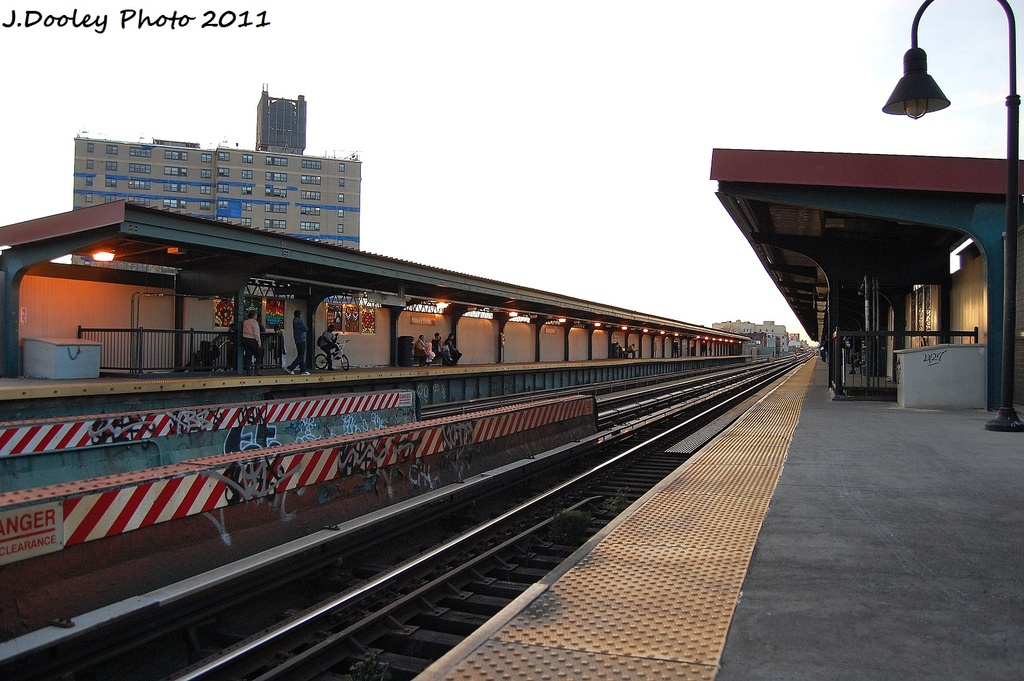(312k, 1024x681)<br><b>Country:</b> United States<br><b>City:</b> New York<br><b>System:</b> New York City Transit<br><b>Line:</b> BMT Nassau Street-Jamaica Line<br><b>Location:</b> Halsey Street<br><b>Photo by:</b> John Dooley<br><b>Date:</b> 11/25/2011<br><b>Notes:</b> Station view.<br><b>Viewed (this week/total):</b> 2 / 1297