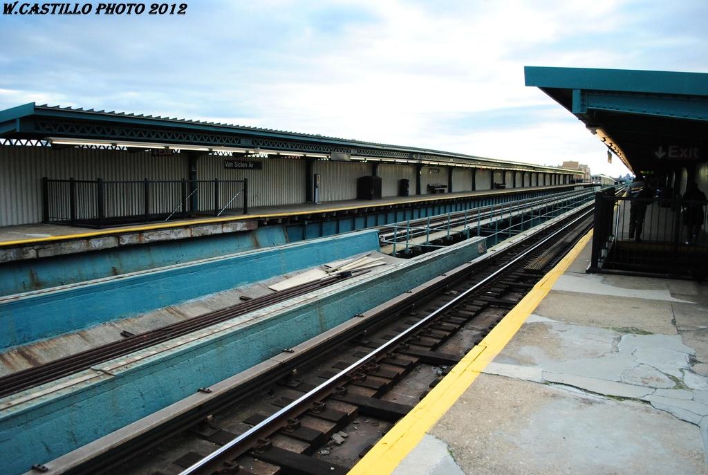 (298k, 1024x687)<br><b>Country:</b> United States<br><b>City:</b> New York<br><b>System:</b> New York City Transit<br><b>Line:</b> IRT Brooklyn Line<br><b>Location:</b> Van Siclen Avenue<br><b>Photo by:</b> Wilfredo Castillo<br><b>Date:</b> 3/29/2012<br><b>Viewed (this week/total):</b> 0 / 1342