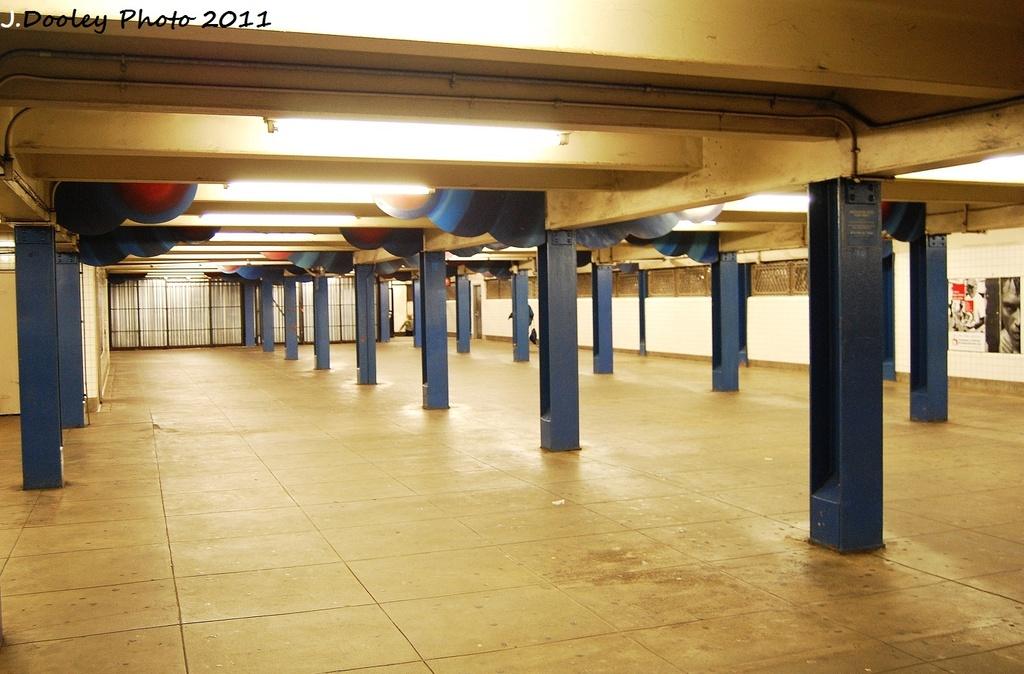 (302k, 1024x674)<br><b>Country:</b> United States<br><b>City:</b> New York<br><b>System:</b> New York City Transit<br><b>Line:</b> IND Queens Boulevard Line<br><b>Location:</b> Union Turnpike/Kew Gardens<br><b>Photo by:</b> John Dooley<br><b>Date:</b> 9/6/2011<br><b>Viewed (this week/total):</b> 0 / 1259