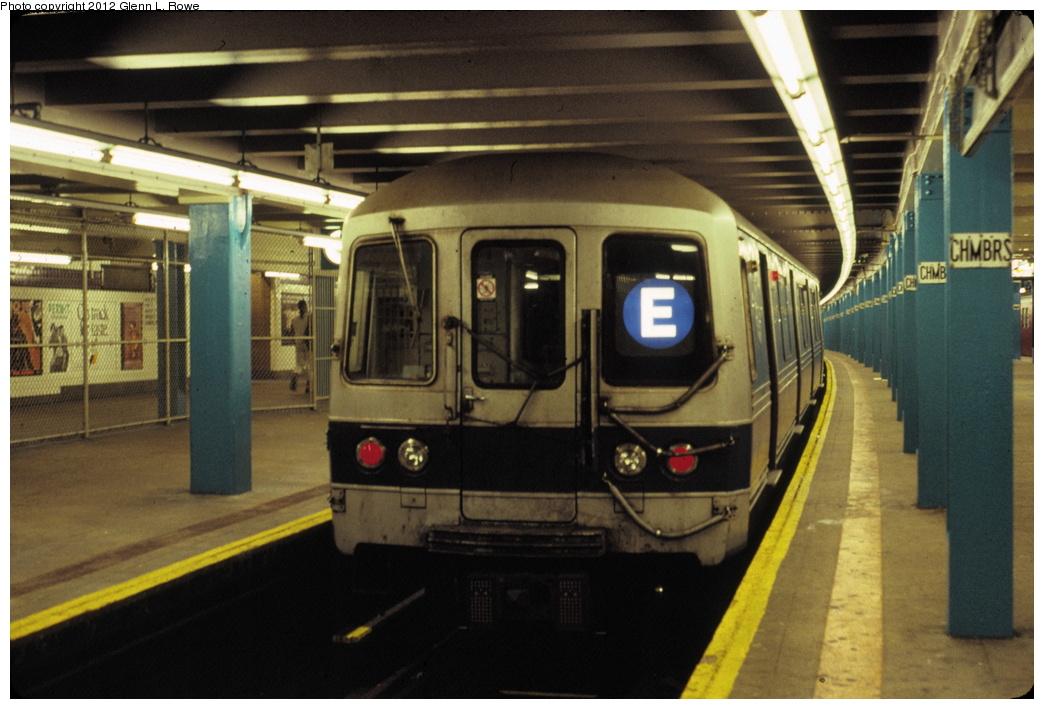 (265k, 1044x709)<br><b>Country:</b> United States<br><b>City:</b> New York<br><b>System:</b> New York City Transit<br><b>Line:</b> IND 8th Avenue Line<br><b>Location:</b> Chambers Street/World Trade Center<br><b>Route:</b> E<br><b>Car:</b> R-46 (Pullman-Standard, 1974-75) 814 <br><b>Photo by:</b> Glenn L. Rowe<br><b>Date:</b> 9/1/1990<br><b>Viewed (this week/total):</b> 1 / 4471