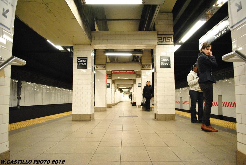 (273k, 1024x687)<br><b>Country:</b> United States<br><b>City:</b> New York<br><b>System:</b> New York City Transit<br><b>Line:</b> BMT Nassau Street-Jamaica Line<br><b>Location:</b> Canal Street<br><b>Photo by:</b> Wilfredo Castillo<br><b>Date:</b> 4/24/2012<br><b>Viewed (this week/total):</b> 4 / 1841