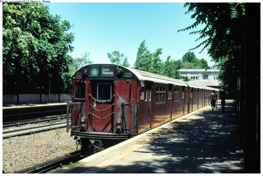 (354k, 1044x698)<br><b>Country:</b> United States<br><b>City:</b> New York<br><b>System:</b> New York City Transit<br><b>Line:</b> IRT Dyre Ave. Line<br><b>Location:</b> Gun Hill Road<br><b>Route:</b> 5<br><b>Car:</b> R-33 Main Line (St. Louis, 1962-63) 9044/9045 <br><b>Photo by:</b> Glenn L. Rowe<br><b>Date:</b> 7/5/2002<br><b>Viewed (this week/total):</b> 4 / 2205