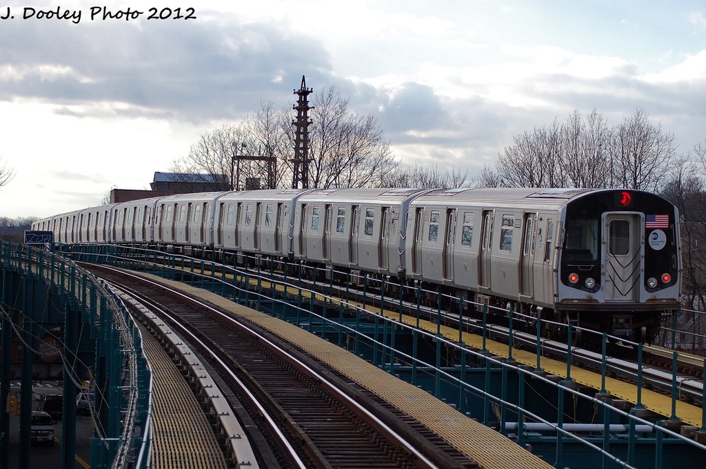 (355k, 1024x680)<br><b>Country:</b> United States<br><b>City:</b> New York<br><b>System:</b> New York City Transit<br><b>Line:</b> BMT Nassau Street-Jamaica Line<br><b>Location:</b> 102nd-104th Streets<br><b>Route:</b> J<br><b>Car:</b> R-160A (Option 2) (Alstom, 2009, 4-car sets) 9959 <br><b>Photo by:</b> John Dooley<br><b>Date:</b> 1/2/2012<br><b>Viewed (this week/total):</b> 4 / 1809