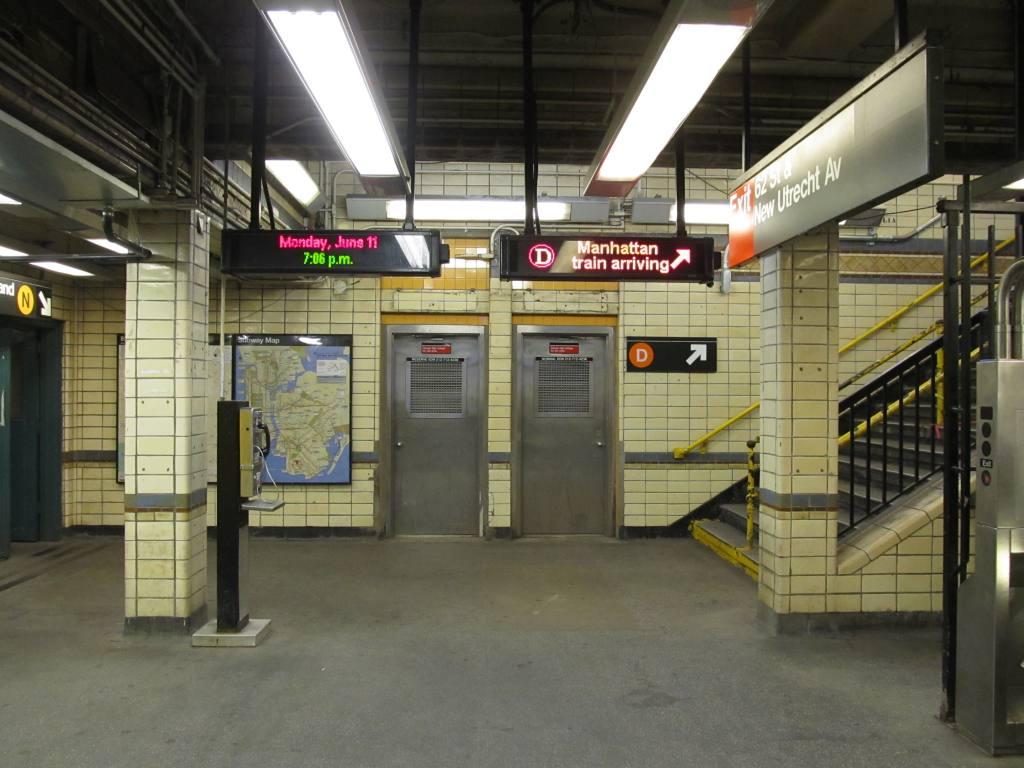 (111k, 1024x768)<br><b>Country:</b> United States<br><b>City:</b> New York<br><b>System:</b> New York City Transit<br><b>Line:</b> BMT West End Line<br><b>Location:</b> 62nd Street<br><b>Photo by:</b> Robbie Rosenfeld<br><b>Date:</b> 6/11/2012<br><b>Viewed (this week/total):</b> 3 / 1341