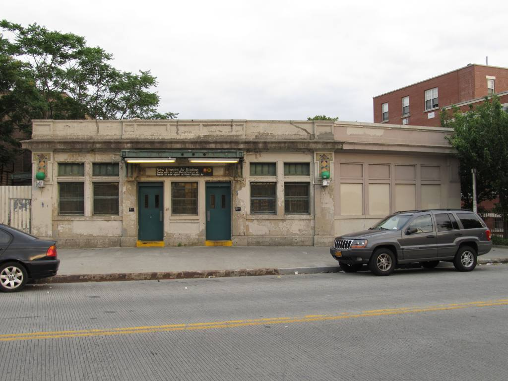 (111k, 1024x768)<br><b>Country:</b> United States<br><b>City:</b> New York<br><b>System:</b> New York City Transit<br><b>Line:</b> BMT West End Line<br><b>Location:</b> 62nd Street<br><b>Photo by:</b> Robbie Rosenfeld<br><b>Date:</b> 6/11/2012<br><b>Viewed (this week/total):</b> 0 / 1338