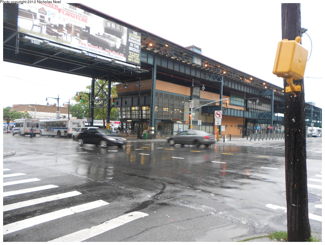 (373k, 1044x788)<br><b>Country:</b> United States<br><b>City:</b> New York<br><b>System:</b> New York City Transit<br><b>Line:</b> IRT White Plains Road Line<br><b>Location:</b> Gun Hill Road<br><b>Photo by:</b> Nicholas Noel<br><b>Date:</b> 7/20/2012<br><b>Viewed (this week/total):</b> 1 / 2520