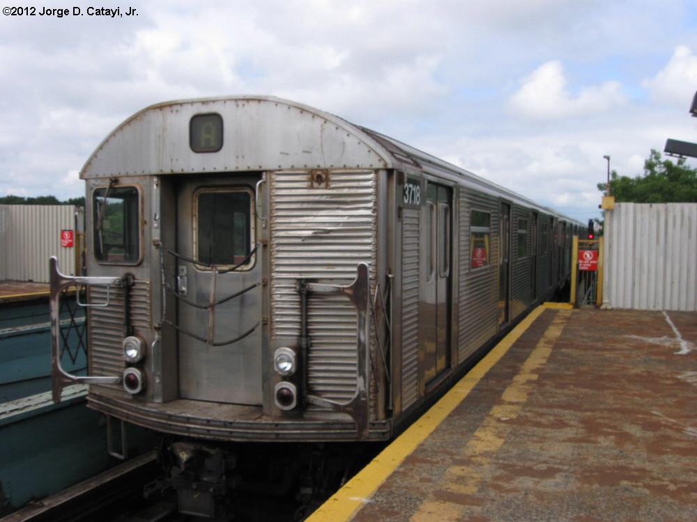 (160k, 1000x750)<br><b>Country:</b> United States<br><b>City:</b> New York<br><b>System:</b> New York City Transit<br><b>Line:</b> IND Fulton Street Line<br><b>Location:</b> 88th Street-Boyd Avenue<br><b>Route:</b> A<br><b>Car:</b> R-32 (Budd, 1964) 3718 <br><b>Photo by:</b> Jorge Catayi<br><b>Date:</b> 7/29/2012<br><b>Viewed (this week/total):</b> 2 / 1297