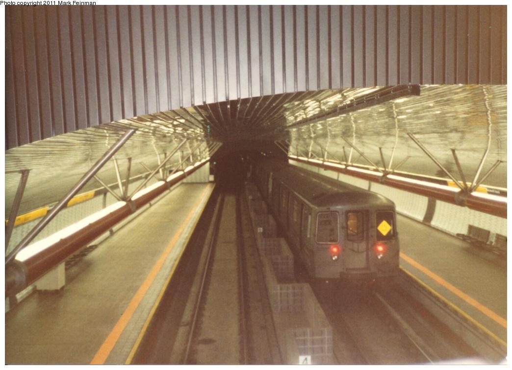 (234k, 1044x756)<br><b>Country:</b> United States<br><b>City:</b> New York<br><b>System:</b> New York City Transit<br><b>Line:</b> IND 63rd Street Line<br><b>Location:</b> Roosevelt Island<br><b>Route:</b> Q<br><b>Car:</b> R-68 (Westinghouse-Amrail, 1986-1988)  <br><b>Photo by:</b> Mark S. Feinman<br><b>Date:</b> 1989<br><b>Viewed (this week/total):</b> 0 / 3583