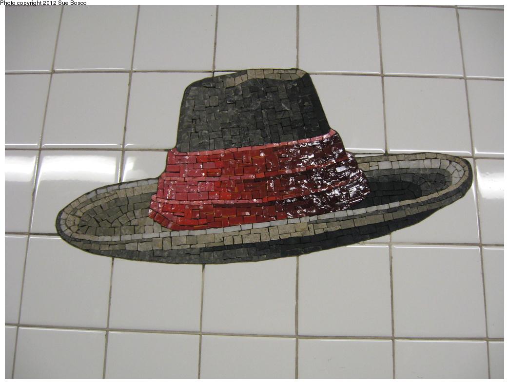 (260k, 1044x788)<br><b>Country:</b> United States<br><b>City:</b> New York<br><b>System:</b> New York City Transit<br><b>Line:</b> BMT Broadway Line<br><b>Location:</b> 23rd Street<br><b>Photo by:</b> Sue Bosco<br><b>Date:</b> 4/25/2012<br><b>Artwork:</b> <i>Memories of Twenty-Third Street</i>, Keith Godard, 2002<br><b>Notes:</b> Winslow Homer's hat.<br><b>Viewed (this week/total):</b> 0 / 1648