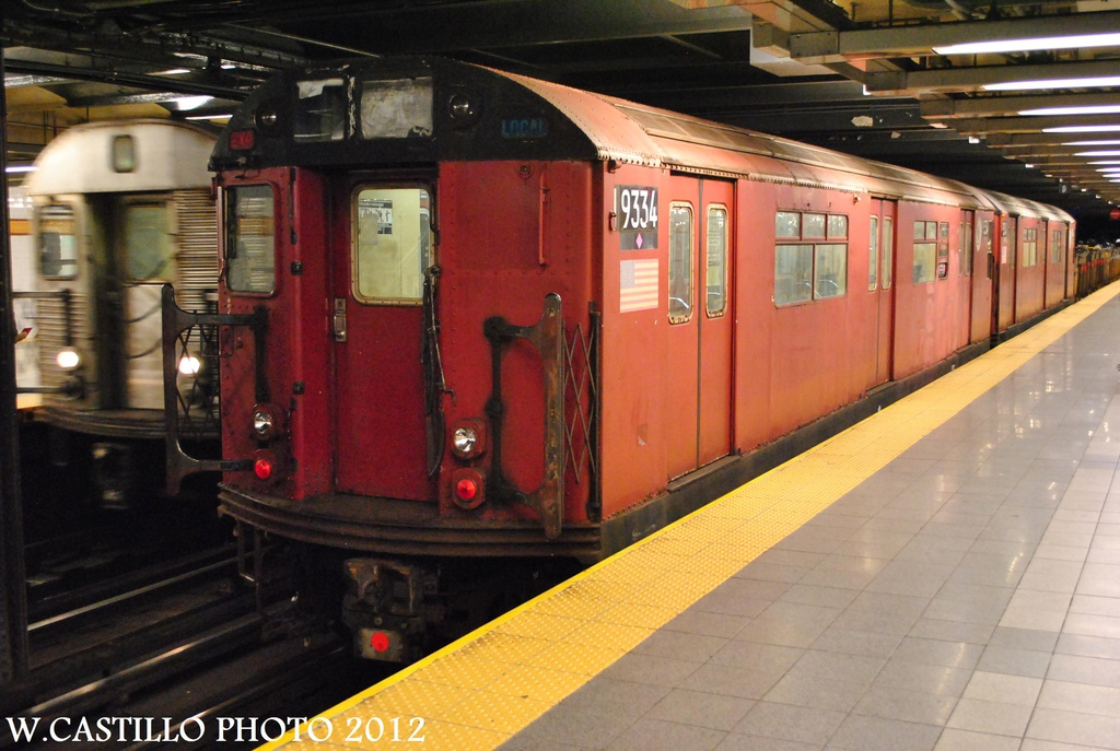 (291k, 1024x687)<br><b>Country:</b> United States<br><b>City:</b> New York<br><b>System:</b> New York City Transit<br><b>Line:</b> IND 8th Avenue Line<br><b>Location:</b> 14th Street<br><b>Route:</b> Work Service<br><b>Car:</b> R-33 World's Fair (St. Louis, 1963-64) 9334 <br><b>Photo by:</b> Wilfredo Castillo<br><b>Date:</b> 10/14/2012<br><b>Viewed (this week/total):</b> 12 / 1752