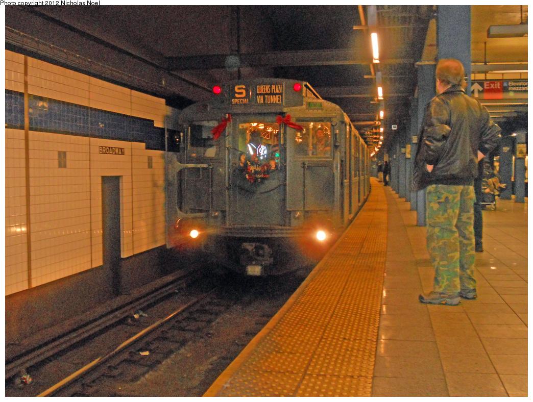 (464k, 1044x788)<br><b>Country:</b> United States<br><b>City:</b> New York<br><b>System:</b> New York City Transit<br><b>Line:</b> IND 6th Avenue Line<br><b>Location:</b> Broadway/Lafayette<br><b>Route:</b> Museum Train Service<br><b>Car:</b> R-4 (American Car & Foundry, 1932-1933) 484 <br><b>Photo by:</b> Nicholas Noel<br><b>Date:</b> 12/9/2012<br><b>Viewed (this week/total):</b> 0 / 1979