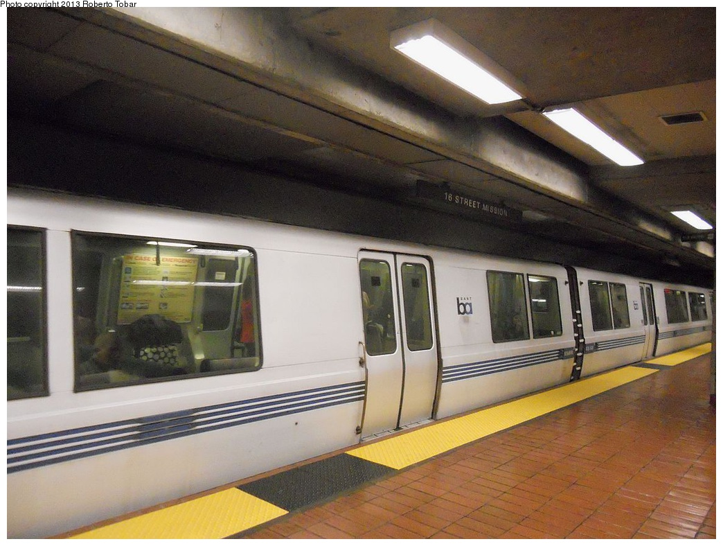 (303k, 1044x788)<br><b>Country:</b> United States<br><b>City:</b> San Francisco/Bay Area, CA<br><b>System:</b> BART<br><b>Location:</b> 16th Street/Mission<br><b>Photo by:</b> Roberto C. Tobar<br><b>Date:</b> 4/8/2012<br><b>Viewed (this week/total):</b> 5 / 685