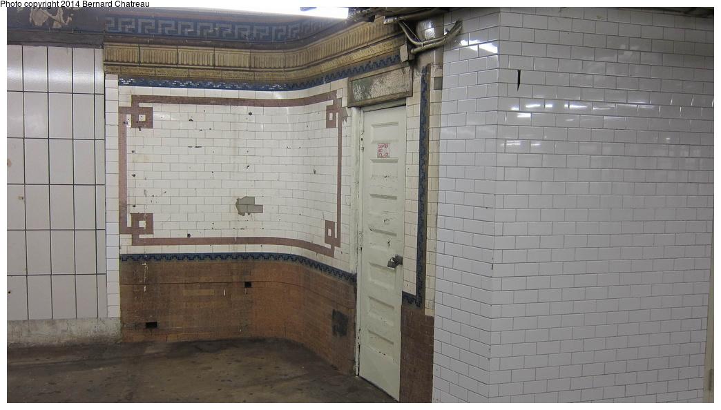 (224k, 1044x594)<br><b>Country:</b> United States<br><b>City:</b> New York<br><b>System:</b> New York City Transit<br><b>Line:</b> IRT Times Square-Grand Central Shuttle<br><b>Location:</b> Times Square<br><b>Photo by:</b> Bernard Chatreau<br><b>Date:</b> 4/8/2011<br><b>Viewed (this week/total):</b> 7 / 1349