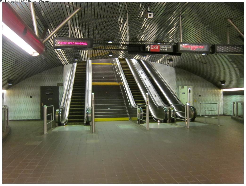 (323k, 1044x788)<br><b>Country:</b> United States<br><b>City:</b> New York<br><b>System:</b> New York City Transit<br><b>Line:</b> IND 63rd Street Line<br><b>Location:</b> Roosevelt Island<br><b>Photo by:</b> Bernard Chatreau<br><b>Date:</b> 9/27/2011<br><b>Viewed (this week/total):</b> 4 / 1613