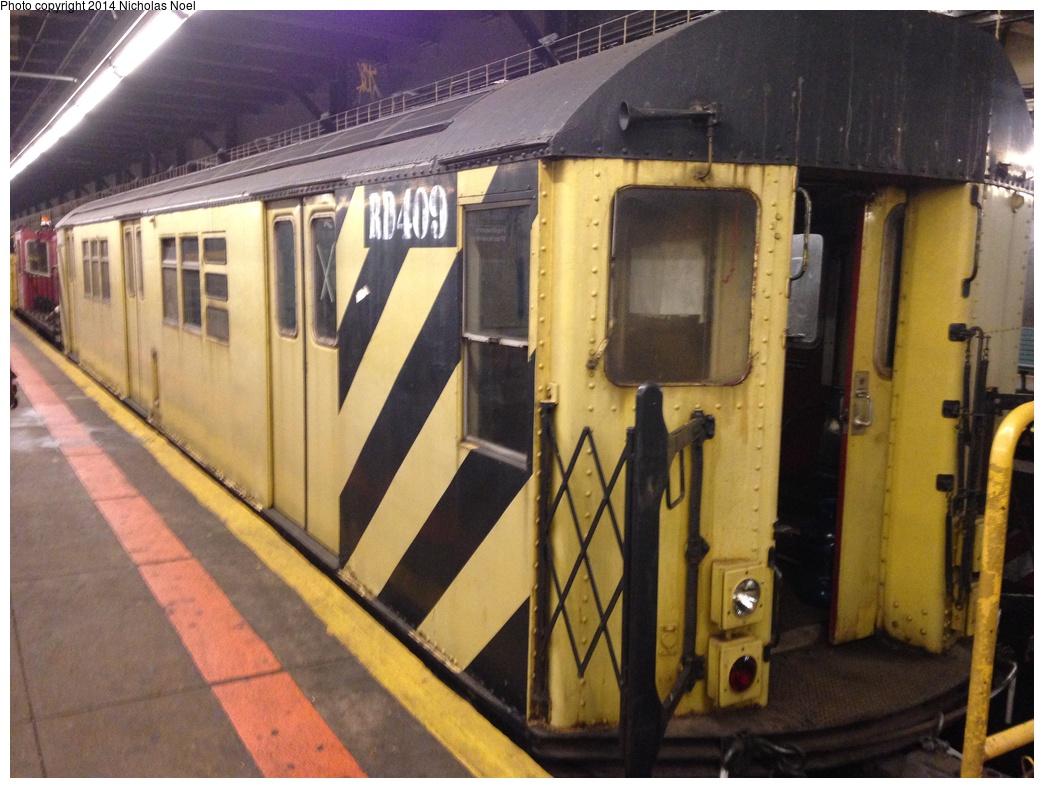 (300k, 1044x788)<br><b>Country:</b> United States<br><b>City:</b> New York<br><b>System:</b> New York City Transit<br><b>Line:</b> IRT Dyre Ave. Line<br><b>Location:</b> Pelham Parkway<br><b>Route:</b> Work Service<br><b>Car:</b> R-161 Rider Car (ex-R-33) RD409 <br><b>Photo by:</b> Nicholas Noel<br><b>Date:</b> 10/14/2014<br><b>Viewed (this week/total):</b> 8 / 1282