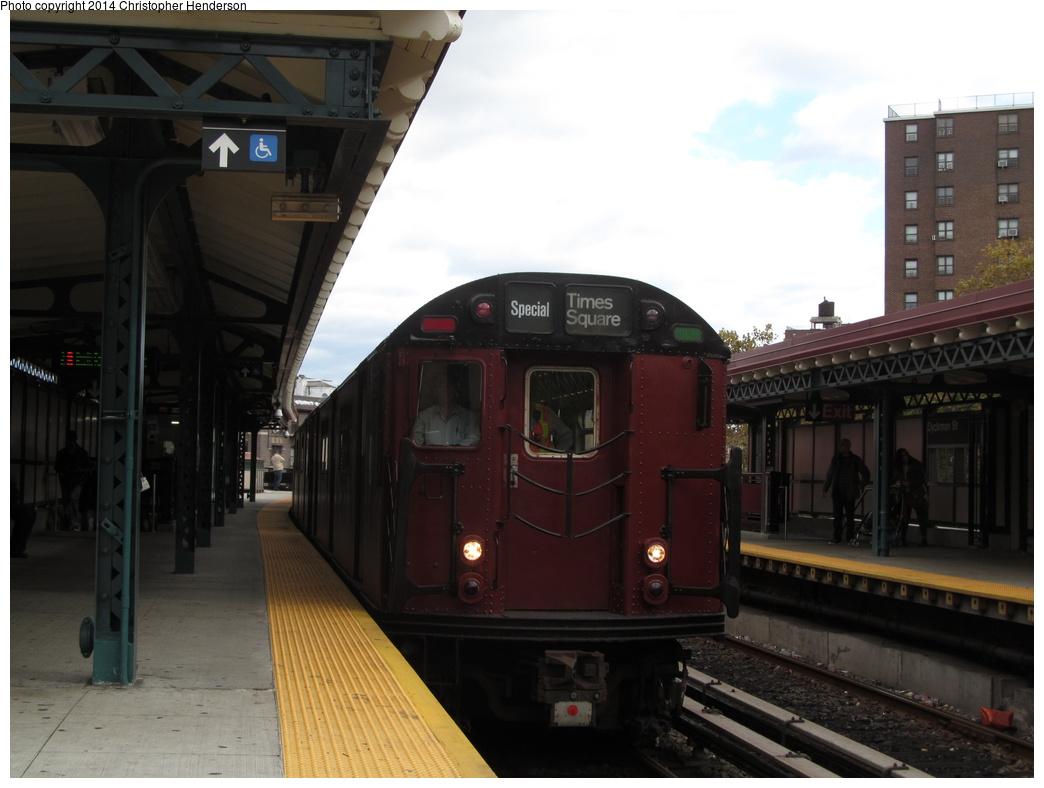 (239k, 1044x788)<br><b>Country:</b> United States<br><b>City:</b> New York<br><b>System:</b> New York City Transit<br><b>Line:</b> IRT West Side Line<br><b>Location:</b> Dyckman Street<br><b>Route:</b> Fan Trip<br><b>Car:</b> R-36 World's Fair (St. Louis, 1963-64) 9586 <br><b>Photo by:</b> Christopher Henderson<br><b>Date:</b> 10/25/2014<br><b>Viewed (this week/total):</b> 0 / 1573