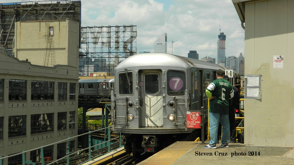 (233k, 1024x576)<br><b>Country:</b> United States<br><b>City:</b> New York<br><b>System:</b> New York City Transit<br><b>Line:</b> IRT Flushing Line<br><b>Location:</b> Queensborough Plaza<br><b>Route:</b> 7<br><b>Car:</b> R-62A (Bombardier, 1984-1987)  <br><b>Photo by:</b> Steven Cruz<br><b>Date:</b> 5/17/2014<br><b>Viewed (this week/total):</b> 0 / 1352
