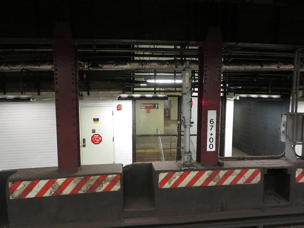 (194k, 1024x768)<br><b>Country:</b> United States<br><b>City:</b> New York<br><b>System:</b> New York City Transit<br><b>Line:</b> BMT Nassau Street-Jamaica Line<br><b>Location:</b> Essex Street<br><b>Photo by:</b> Robbie Rosenfeld<br><b>Date:</b> 5/18/2015<br><b>Viewed (this week/total):</b> 0 / 1125