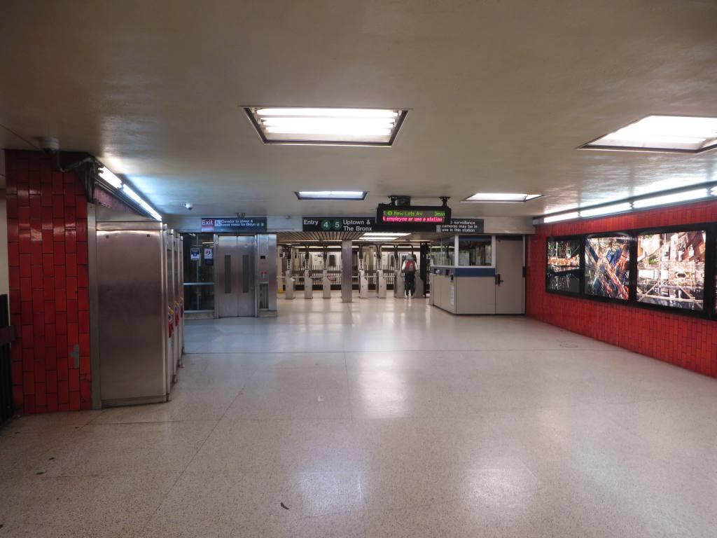 (88k, 1024x768)<br><b>Country:</b> United States<br><b>City:</b> New York<br><b>System:</b> New York City Transit<br><b>Line:</b> IRT East Side Line<br><b>Location:</b> Bowling Green<br><b>Photo by:</b> Robbie Rosenfeld<br><b>Date:</b> 11/16/2014<br><b>Notes:</b> Mezzanine<br><b>Viewed (this week/total):</b> 1 / 1589