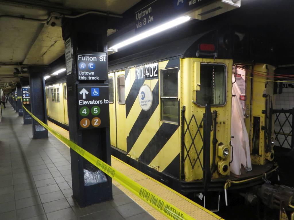 (118k, 1024x768)<br><b>Country:</b> United States<br><b>City:</b> New York<br><b>System:</b> New York City Transit<br><b>Line:</b> IND 8th Avenue Line<br><b>Location:</b> Fulton Street (Broadway/Nassau)<br><b>Route:</b> Work Service<br><b>Car:</b> R-161 Rider Car (ex-R-33) RD402 <br><b>Photo by:</b> Robbie Rosenfeld<br><b>Date:</b> 10/26/2014<br><b>Viewed (this week/total):</b> 0 / 1919