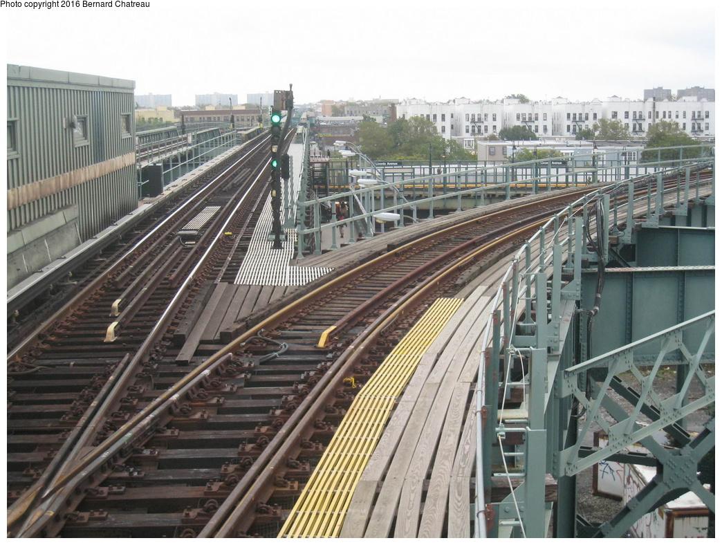 (363k, 1044x788)<br><b>Country:</b> United States<br><b>City:</b> New York<br><b>System:</b> New York City Transit<br><b>Line:</b> IRT Brooklyn Line<br><b>Location:</b> Junius Street<br><b>Photo by:</b> Bernard Chatreau<br><b>Date:</b> 9/28/2011<br><b>Viewed (this week/total):</b> 1 / 1315